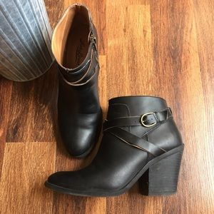 Lucky Brand black ankle booties💕 size 6.5